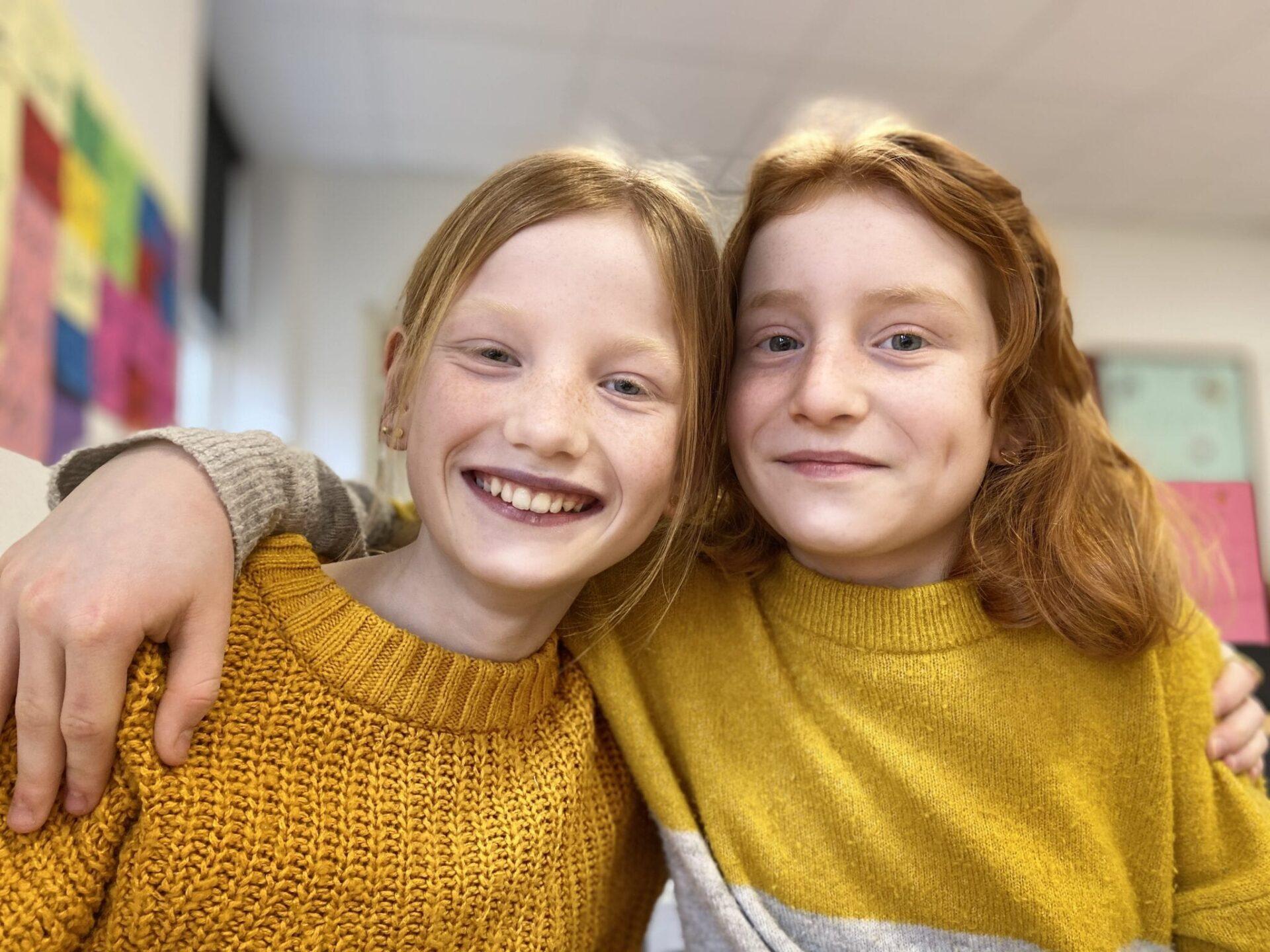 Piger i gult
