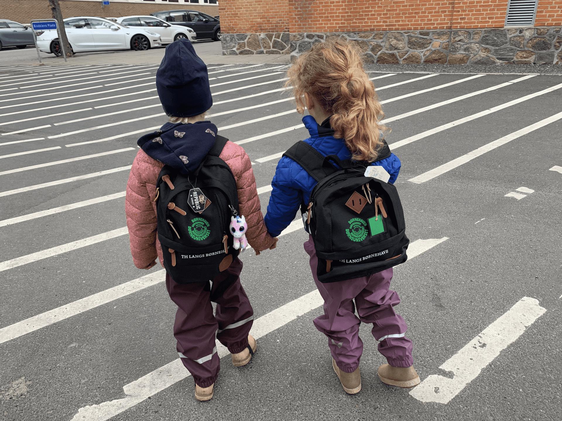 Piger følges i skole