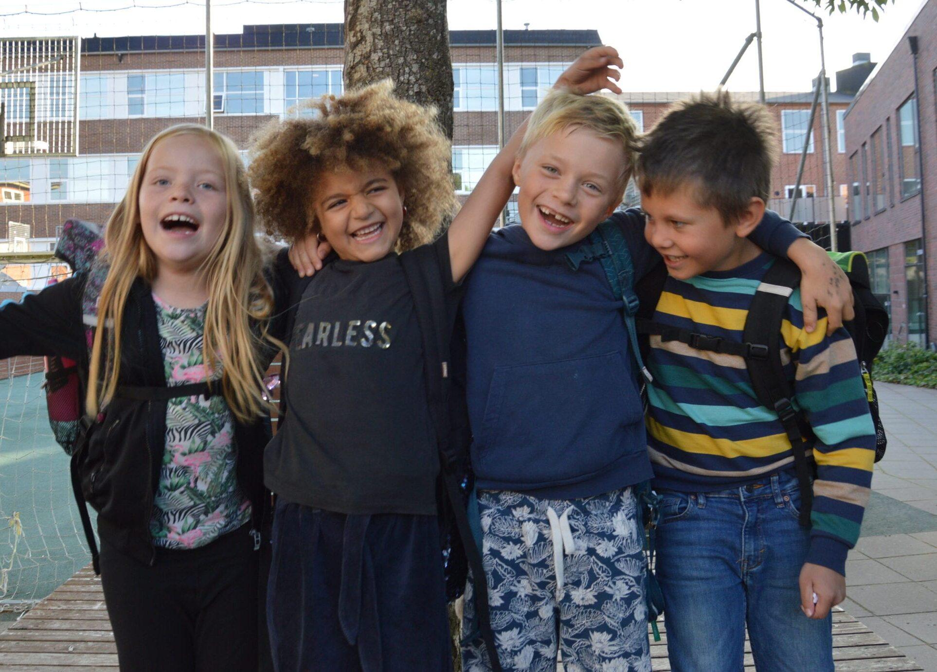 Børn griner